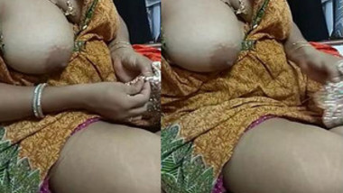 Indian seamstress' XXX melon is out and hubby films such a sexy thing